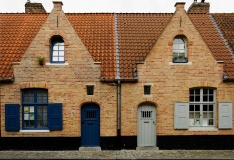 Doppelhaus aus roten Backsteinen - Double House made out of red bricks